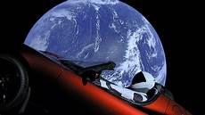 tesla dans l espace tesla roadster la premi 232 re voiture dans l espace