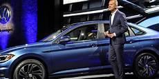 wie viele warnwesten im auto deutschland automarkt vw verkauft so viele autos wie nie zuvor haz