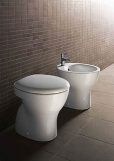 vaso bagno sanitari bagno in ceramica bianchi sospesi o a terra ba