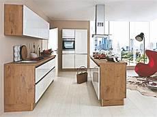 küche mit holz u insel k 252 che wei 223 dunkel holz nur 5888 bei k 252 chenb 246 rse