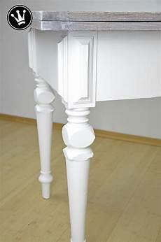 richtig streichen weiß diy tisch mit kreidefarbe streichen tischplatte mit der