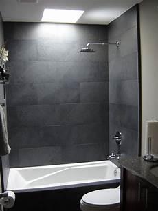 Badezimmer Graue Fliesen - 37 grey slate bathroom wall tiles ideas and pictures