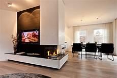 Wohnzimmer Mit Kamin Und Fernseher - tv kamin kombination im wohnzimmer tischlerei sch 246 pker