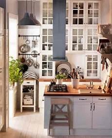 ideen kleine küche kleine k 252 che mit viel stauraum f 252 r vertikale ikea