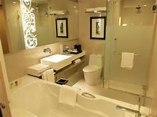 high quality of washroom picture of four points by sheraton bangkok sukhumvit 15 bangkok