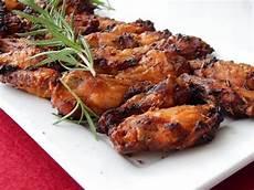 Chicken Wings Backofen - leckere w 252 rzige einfache chickenwings h 228 hnchenfl 252 gel
