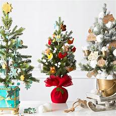 Decorations For Small Trees by 12 Creative Tree Decorating Ideas Hallmark