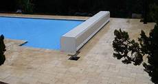couverture de piscine electrique couvertures piscine automatiques rideau de piscine 233 lectrique