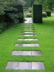 gartenwege gestalten naturstein die besten 25 gartenweg ideen auf garten wege gartenweg gestalten und kies weg