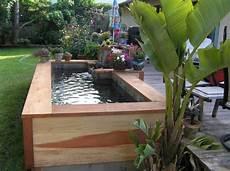 bassin koi en bois dans jardin de maison bassin hors sol