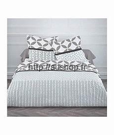 couette de lit pas cher parure de lit pas cher housse de couette 220x240 2 taies