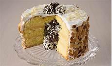 zuccotto con pan di spagna e crema pasticcera ricetta pan di spagna farcito con crema pasticcera e ripieno di tartufini al cioccolato paneangeli