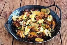 pfifferlinge zubereiten pfanne stuttgartcooking pfifferling pfanne mit bratkartoffeln ei
