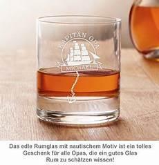 Captain Glas Mit Gravur - personalisiertes rumglas f 252 r opa segelschiff und kapit 228 n