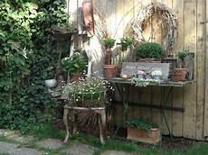 dekoriertes tischlein wohnen und garten foto garten