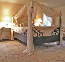 45 Beautiful Bedroom Decorated With Canopy Beds Design Swan