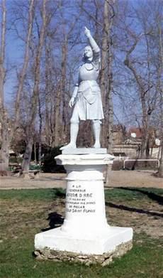 Statue De Jeanne D Arc Institution St Aspais Melun