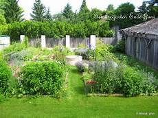 feuchtbiotop im garten naturgarten blumenwiese anlegen nabu naturschutzbund