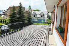 balkon bodenbelag holz balcony wood flooring options and prices wood and beyond