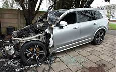 volvo xc90 no deaths arsonist destroys in hybrid volvo xc90 as it charges