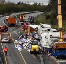 Autobahn Unfall Heute - unfall ein toter und zwei verletzte nach unfall auf a45