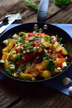 Ofengemüse Mit Kartoffeln - ofengem 252 se mit neuen kartoffeln feta und frischen kr 228 utern