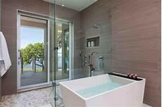 salle de bain à l italienne salle de bain taupe 35 id 233 es d am 233 nagement avec un