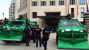 Polizei Panzer Fahrzeuge Sch&252tzen Ritz Carlton Hotel