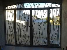 grilles protection fenetres fer forgé cuisine grille ouvrante de defense protection porte en