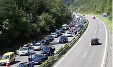 Reiseverkehr Stau Und Stundenlanges Warten Vor Tunnel Und