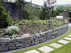 gartengestaltung mit naturstein garten mit natursteinmauer garten mit natursteinmauer