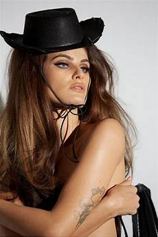 pirelli kalender 2015 the 2015 pirelli calendar is here and it s nsfw and