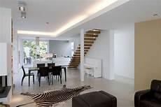 wohnzimmer küche esszimmer k 252 che esszimmer getrennt vom wohnzimmer mit treppe in