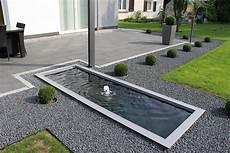 Architektonische Wasserbecken Im Garten Und Auf Der