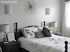 graue wand schlafzimmer master bedroom makeover clean and scentsible