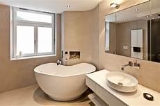 Kleines Badezimmer Mit Freistehender Badewanne Raumfabrik
