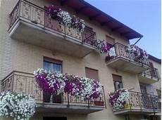 fiori in terrazzo gerani sporcano i piani sottostanti studio