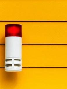 smart home 9 tipps zur die smart home alarmanlage l 228 sst einbrecher dumm aussehen