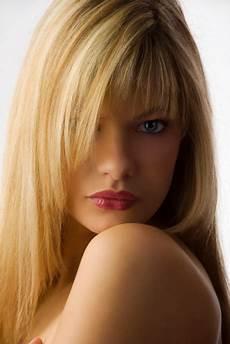 coupe pour visage modele coupe de cheveux mi pour visage rond