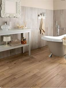 rivestimento bagno effetto legno nello stile country chic il rivestimento bagno deve