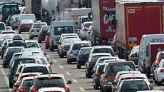 stau a5 frankfurt a5 unfall mit drei autos langer stau richtung frankfurt