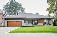 moderne bungalows mit garage modern bungalow contemporary exterior toronto by