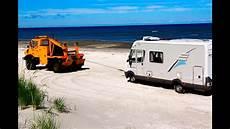 urlaub mit dem wohnmobil abschlepp aktion mit wohnmobil am sandstrand