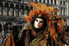 masken aus archiv karneval in venedig foto bild