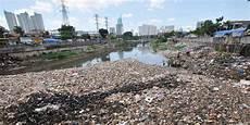 Banyak Sungai Di Tercemar Limbah Baku Mutu Air