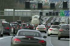 stau tauernautobahn prognose staugefahr zum reisewochenende salzburg orf at