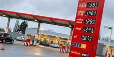 La Hausse Des Prix Des Carburants Se Poursuit En