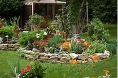 tipi di ghiaia giardino con pietre e piante free home wallpaper hd