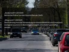 Unfall Mit Streifenwagen Bei Einsatzfahrt 21 J 228 Hrige