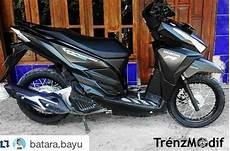 Modifikasi Vario 150 Ring 17 by Modifikasi Vario 150 Hitam Putih Velg Jari Jari Ring 17